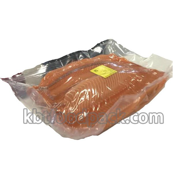 Salmon fillet vacuum packaging machine
